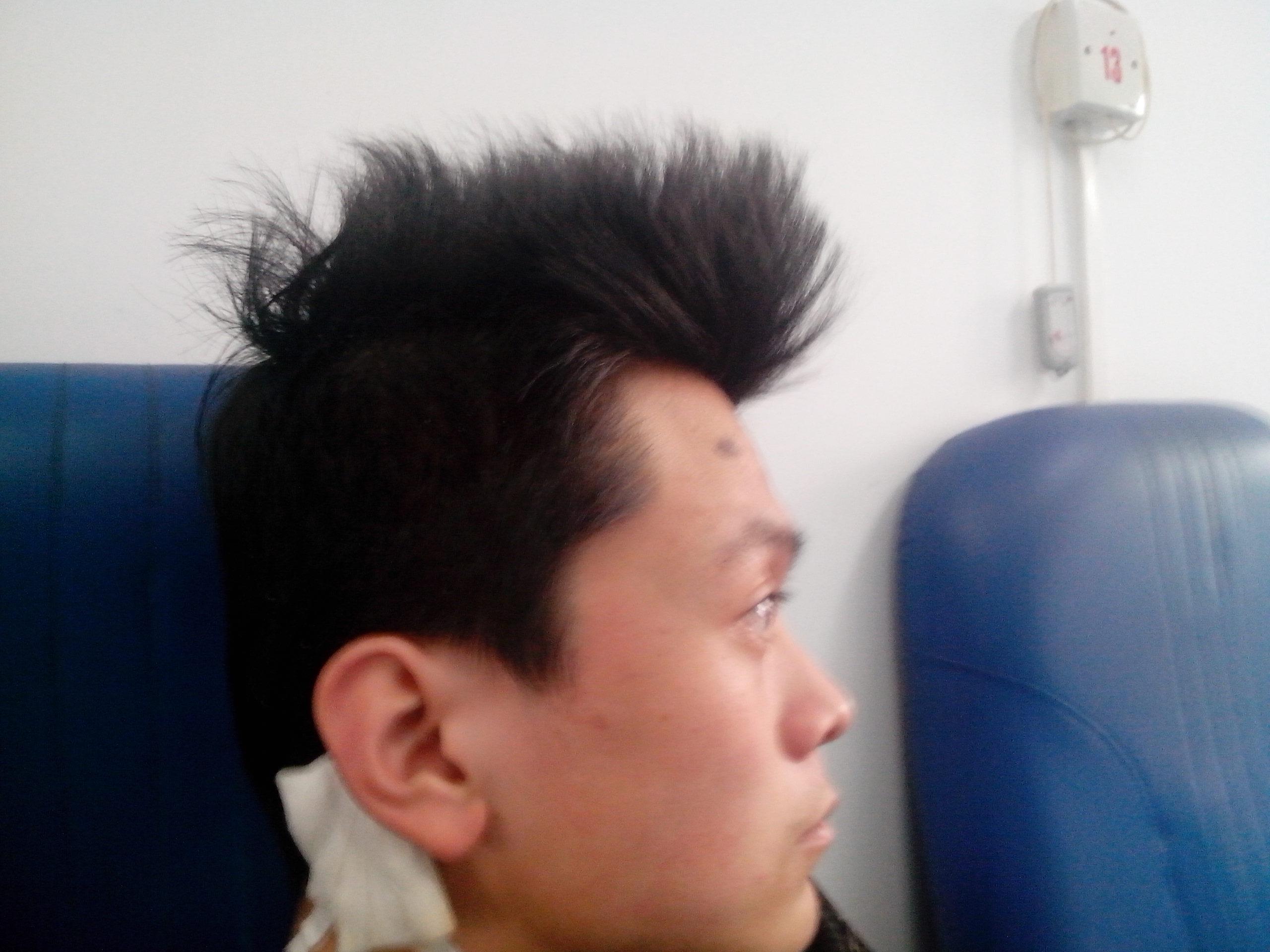 帮我看看 我是什么脸型 适合什么发型 顺便发张发型 谢谢的图片图片