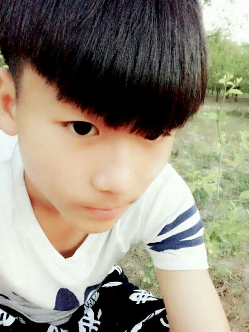 这个16岁的男孩有人爱吗?图片