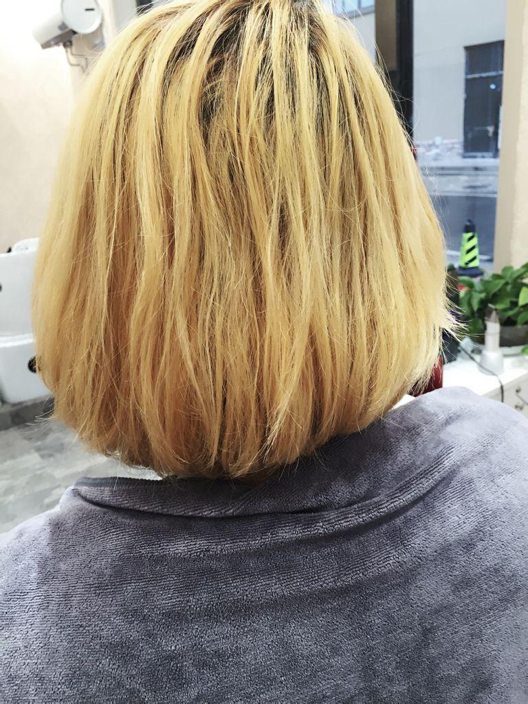 美发 褪色之后蜡染的头发 如果不天天洗头 头发出油会图片