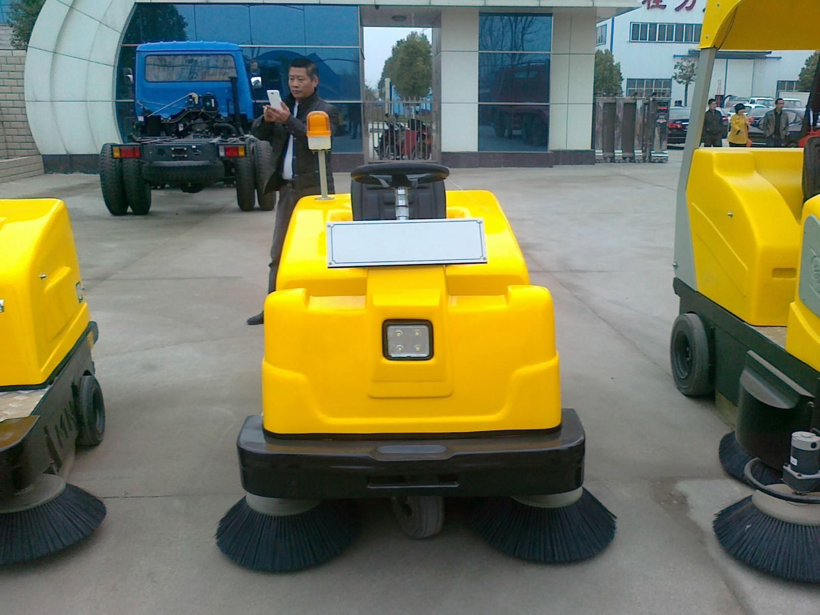 扫地车价格湖北程力公司自零四建厂以来,发展迅速,收获颇丰。从