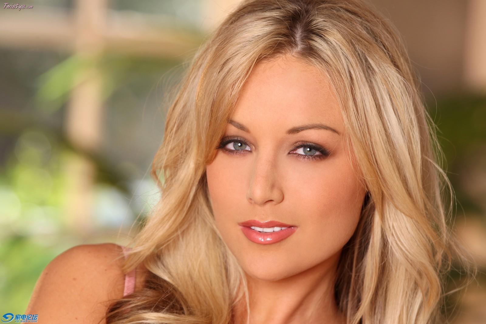 欧美成人照片_你好,她叫凯登克洛斯 kayden kross,1985年9月15日出生,是名美国色情