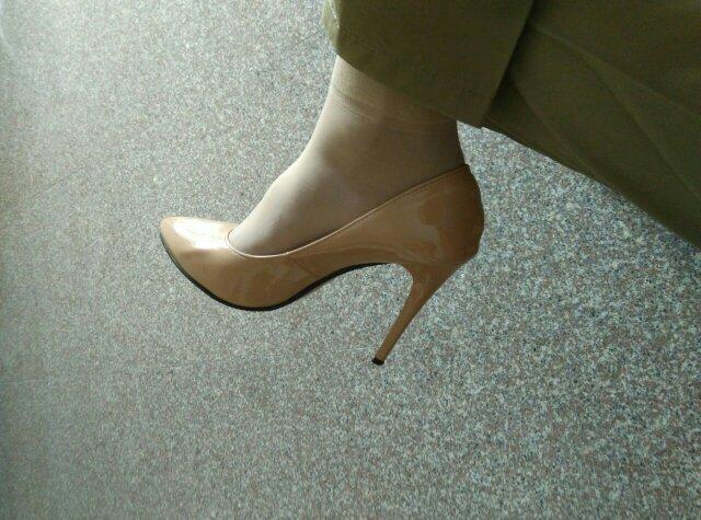 你觉得男人穿高跟鞋图片