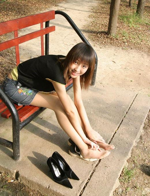初中女生穿短裙跳舞