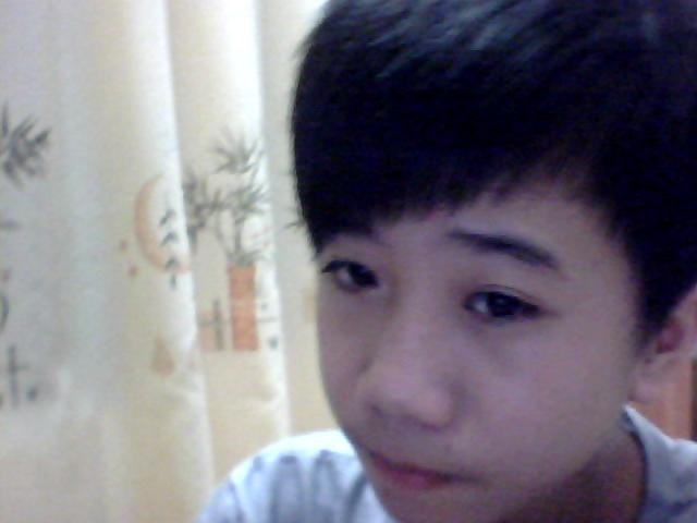 这个小男生丑吗? 他的头发怎么剪 小学生剪这个适合吗