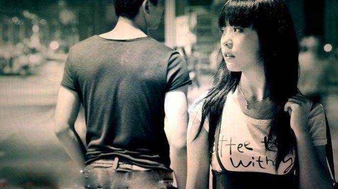 有没有那种男生看着女生离开的背影的高清唯美图片