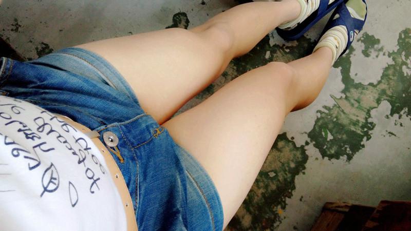 大腿白细白细的
