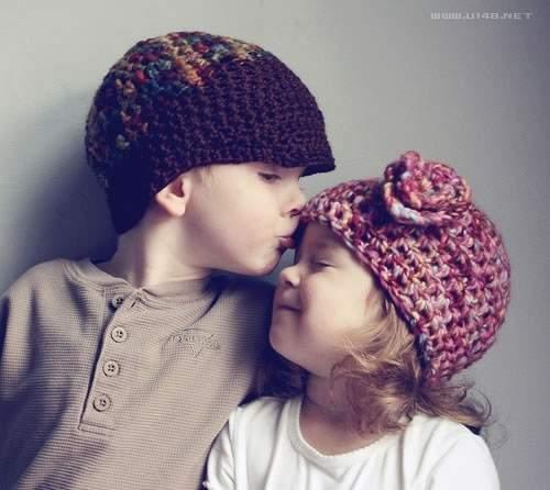 小女孩和小男孩洗澡,小男孩亲吻小女孩,七岁小女孩干小男孩图片