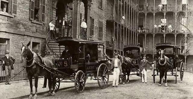 【救护车发展史】1886年玛瑙的出现,法国人首先将它改装为救护车博越汽车棕图片