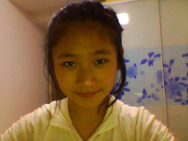 圆脸尖下巴女生,学生,扎什么样的头发适合 刘海呢 或披风高清图片