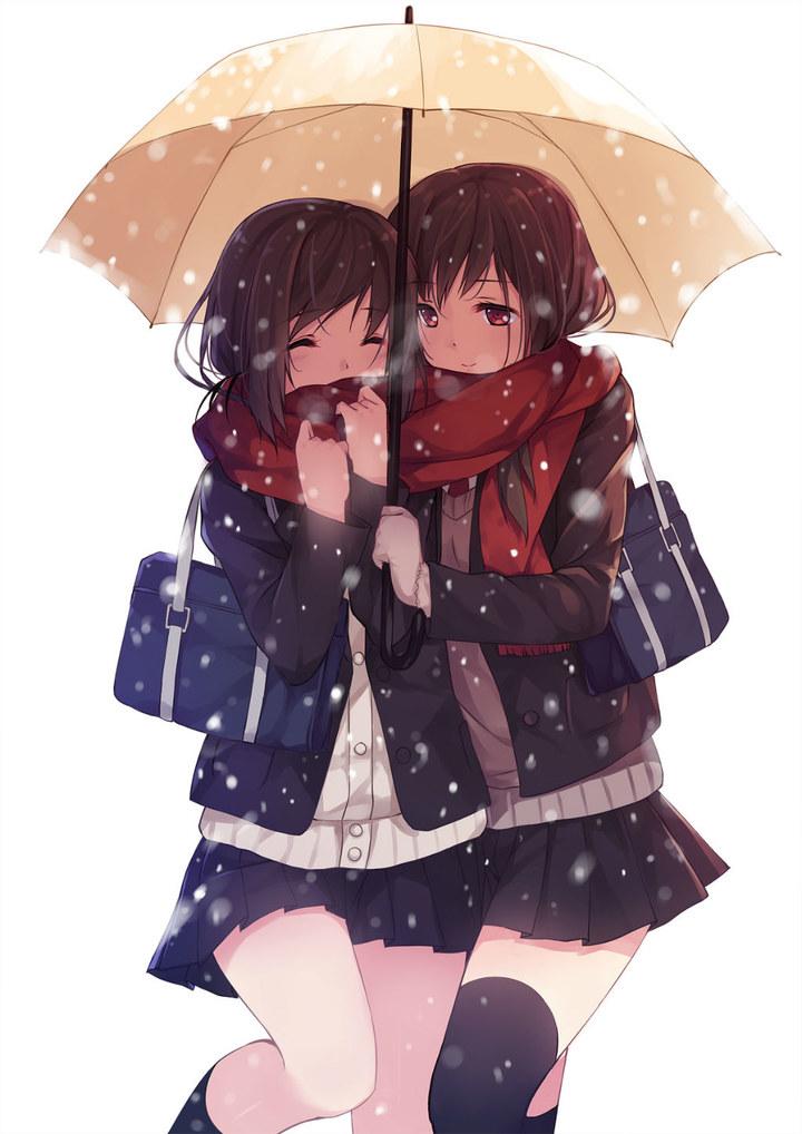 两个动漫女孩靠在一起的图片