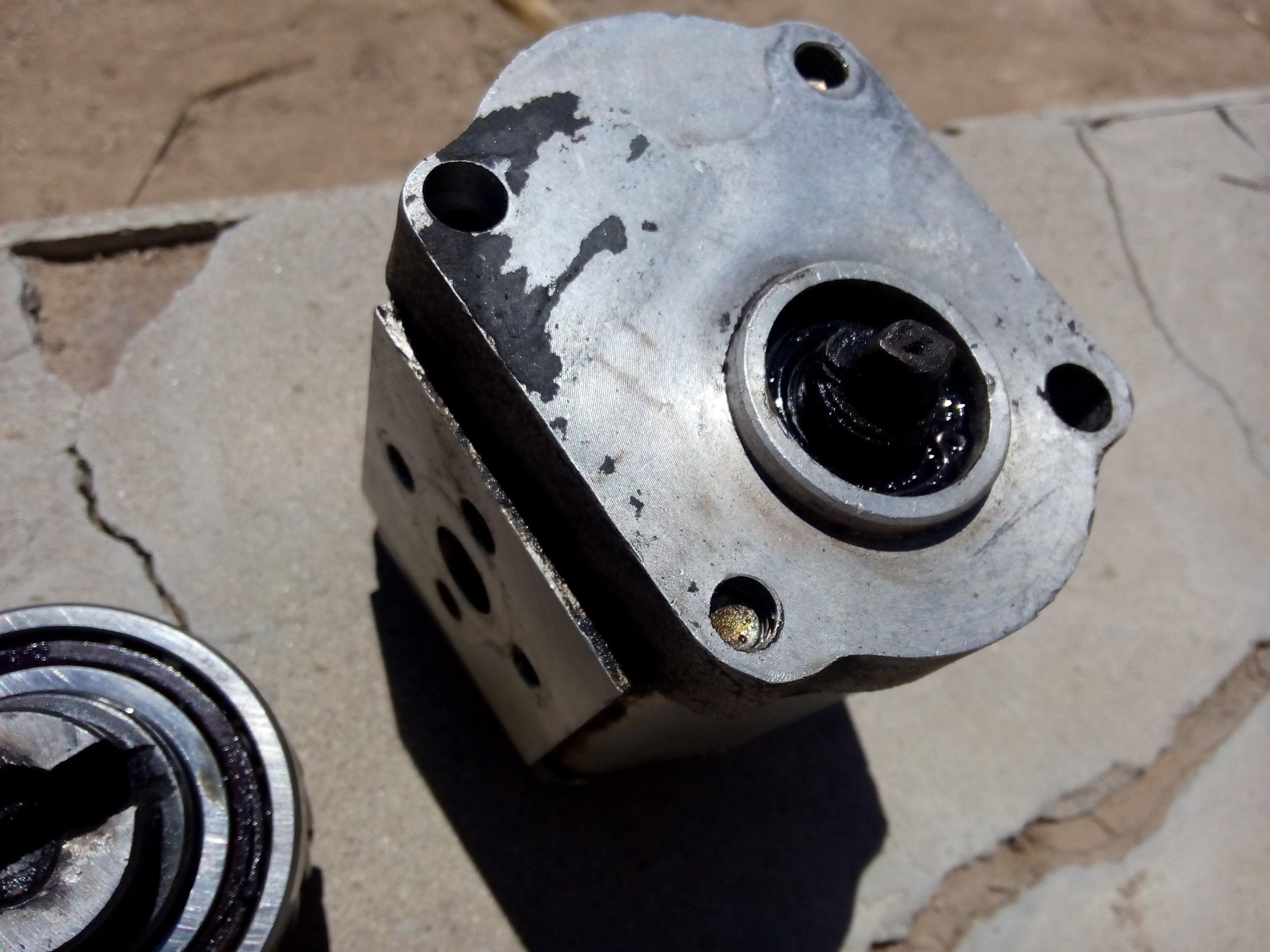 这是拖拉机零件,转向液压泵,泵上写着,齿轮泵,谁知道哪儿卖这个,谢谢图片