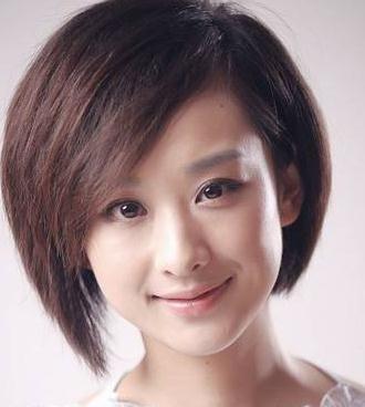 夏天脸大的女生适合什么发型短发图片