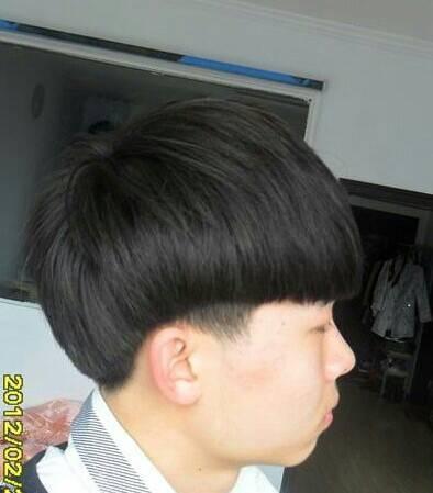 这发型和华晨宇的发型一样吗?图片