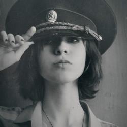谁有带着帽子的女生头像?
