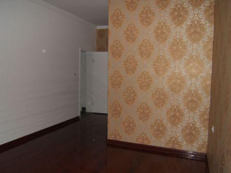 金色的墙纸配什么颜色的窗帘比较好看?