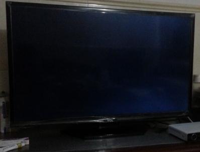 2014年买的tcl液晶电视l 42 f2550e用了一年后屏幕闪烁