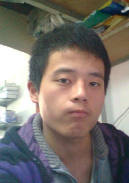 男生自然卷头发,弄什么样的发型比较潮流?带照片图片