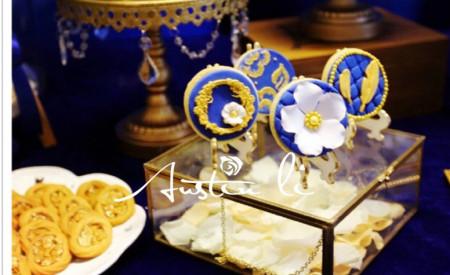 第一个是宝蓝色欧式复古婚礼甜品桌
