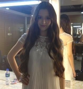 天天向上20120727中的俄国女模特darsa的发型叫什么