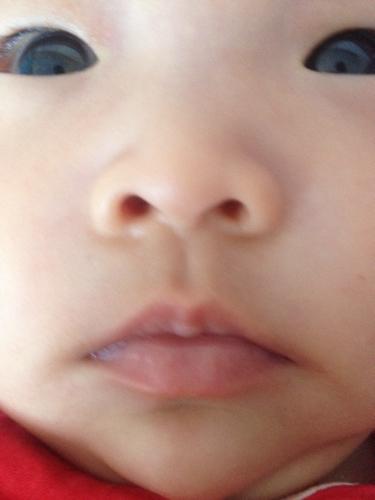 两个月多月的婴儿嘴唇和舌头有点白是怎么回事图片