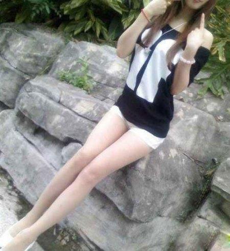 求几张超短裙美女的照片