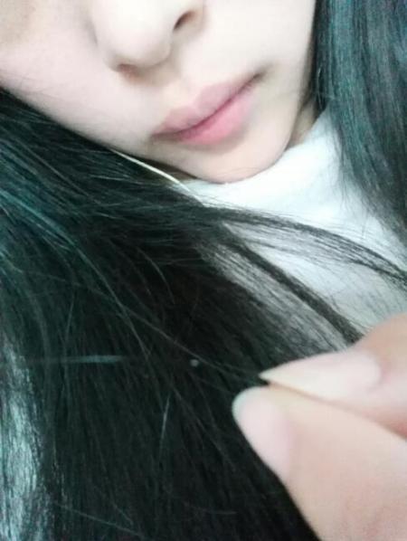 头发上的这个白色的是什么啊!图片