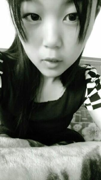 我需要15岁女生的照片,是同一个人,天真可爱型的,越多图片