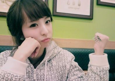 帮忙找一张女图的名字 可能会是韩国的ulzzang 高清图片