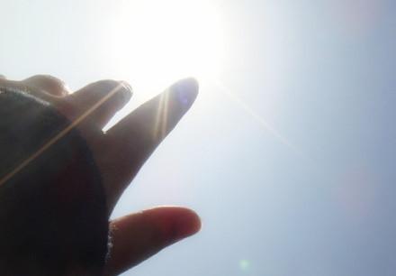 求一段女生的手遮住太阳的视频