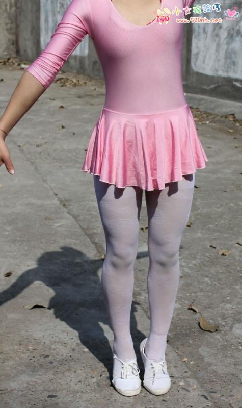 女孩傉白袜 日本11岁白袜小女孩
