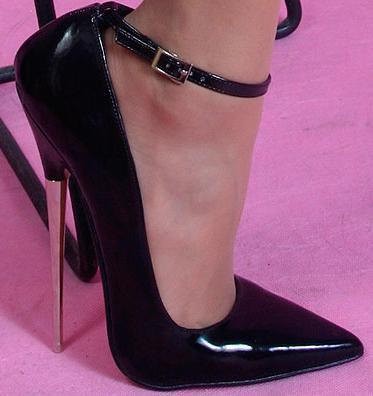 18厘米高跟鞋,脚掌有种撕裂的感觉