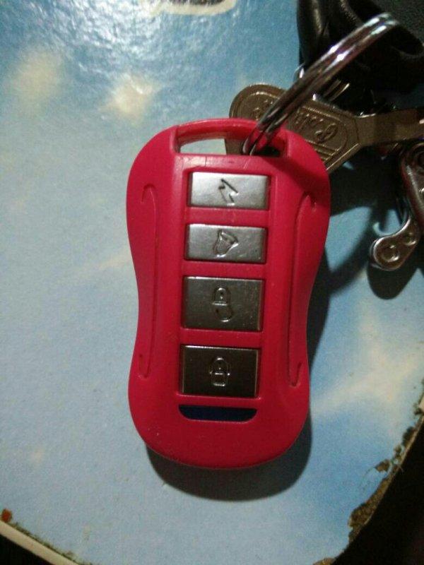 绿骄电瓶车喇叭被我用遥控器锁到了,怎么解锁图片