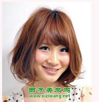 """发型   沙宣短发直发型齐刘海,清纯而又甜美,再加以""""蘑菇头"""""""