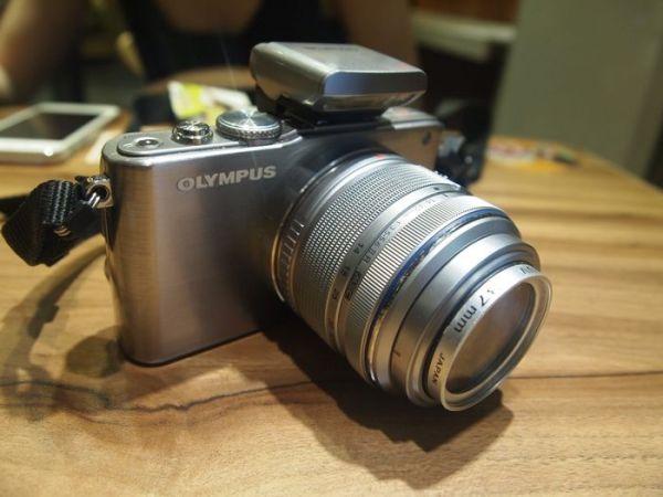 奥林巴斯微单相机E-pl3怎么看快门数?