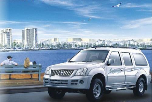 求一款SUV 外观像陆虎或特维拉或探索者或普拉多,即尾部是平的,高清图片