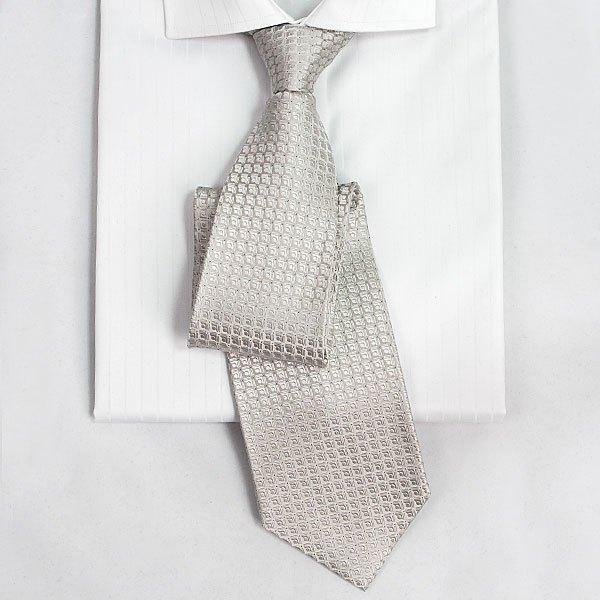 结婚 黑衬衫 酒红色西服 白色领带 是否可以 主要纠结黑衬衫是否可以,