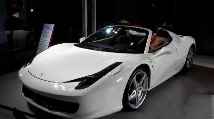 求这个法拉利是458还是ff 还是其他型号的高清图片