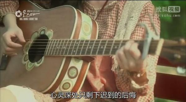 韩剧monster里面女主的吉他是什么牌子的 高清图片